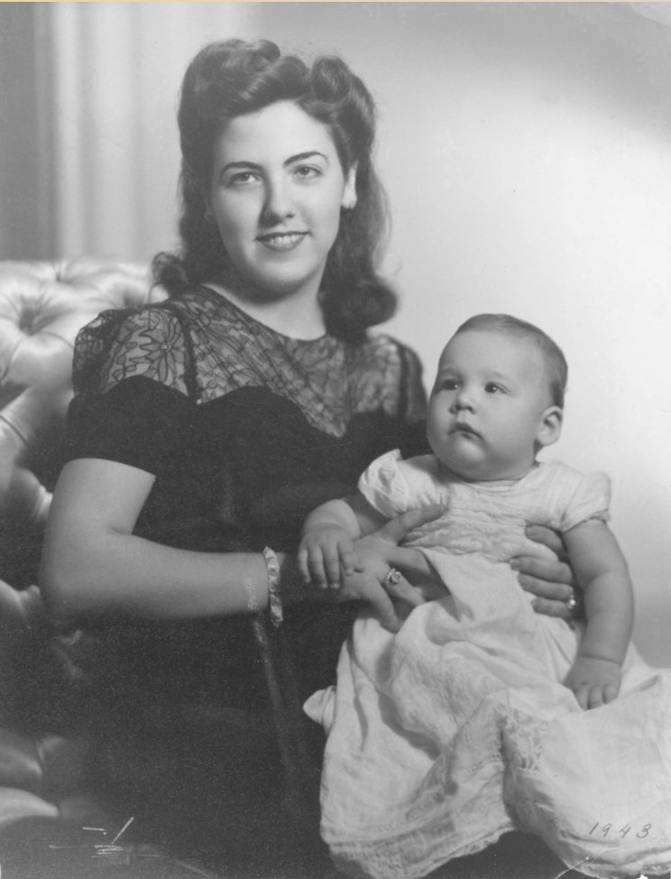 Infant Roberto Heros with his mother Elsa